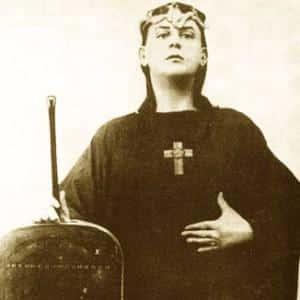 Une coupure de journal relative à Crowley